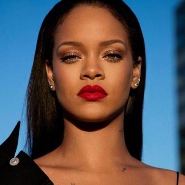 Rihanna-cree-un-rouge-a-levres-rouge-parfait-qui-sublime-toutes-les-bouches.jpg