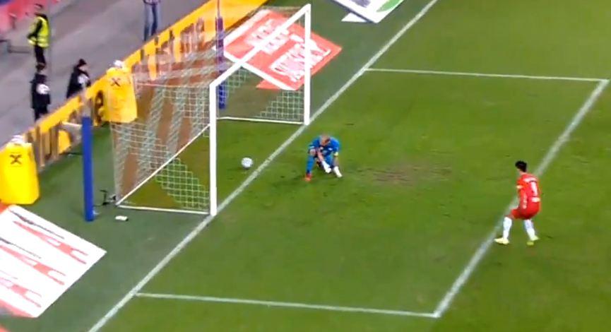 VIDEO | Hutohet nga skema e kampionëve, portieri gjerman pëson gol qesharak