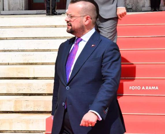 Parlamenti voton në një ditë ligjin dhe drejtorin e ri të AKEP