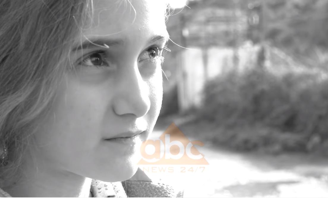 VIDEO/ Historia prekëse e Marseles, 8-vjeçares që fle në mullarin e barit