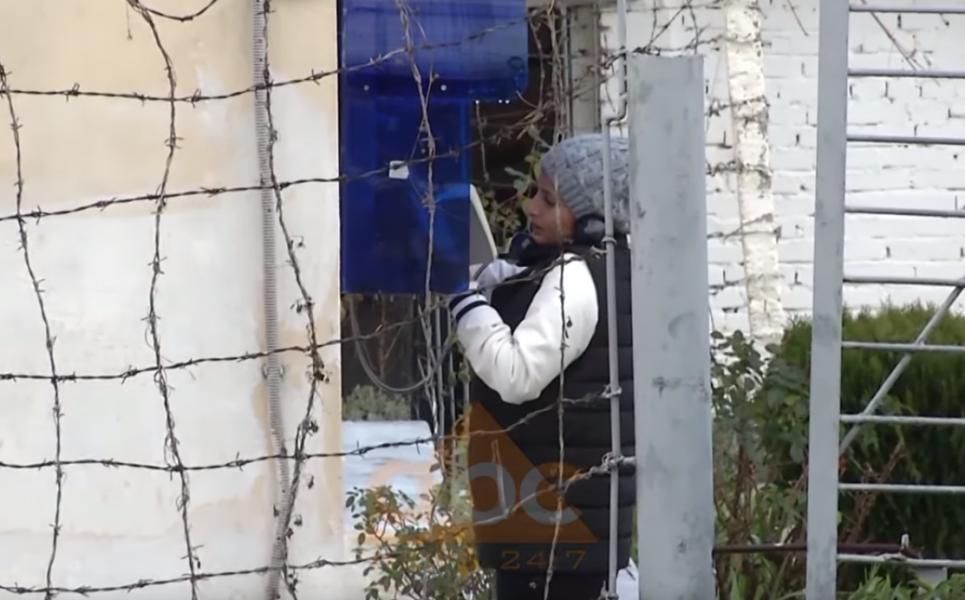 'Abc News' zbardh ligjin e aministisë: Të burgosurit që lënë qelitë për festa