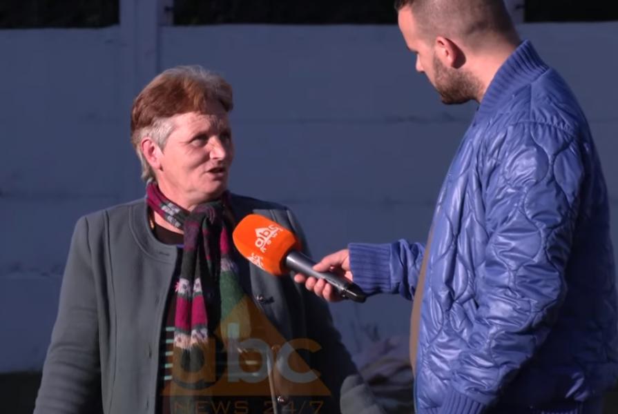 """VIDEO/ """"Kërkojmë një strehë të fusim kokën"""", apeli i gruas me djalin e burrin invalidë"""