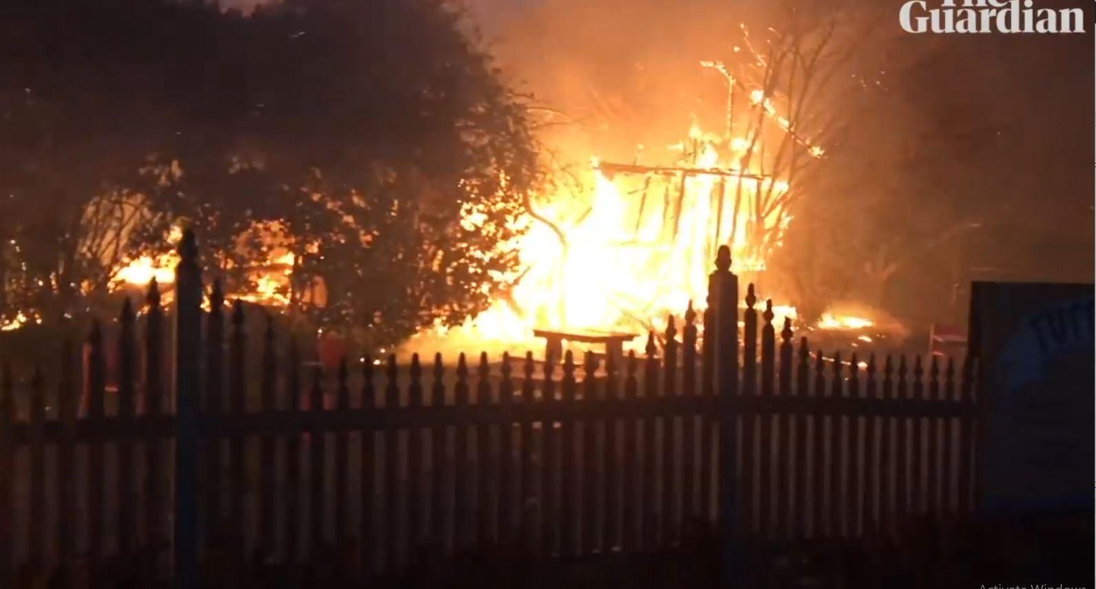 Australia ende në alarm nga situata e zjarreve, autoritetet urdhërojnë evakuimin e mijëra banorëve