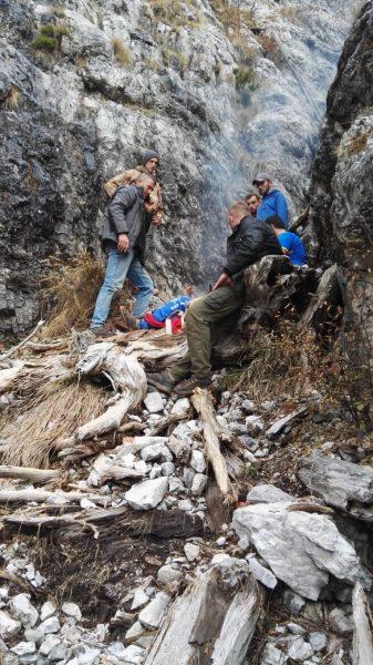U rrëzua në greminë, efektivi i RENEA-s niset me helikopter drejt Tiranës