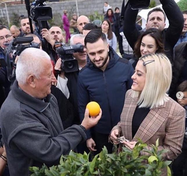 """""""Burrin e dua shqiptar, pesë ditë dasmë"""": Bebe Rexha, me një rrëfim ndryshe pas vizitës për tërmetin"""