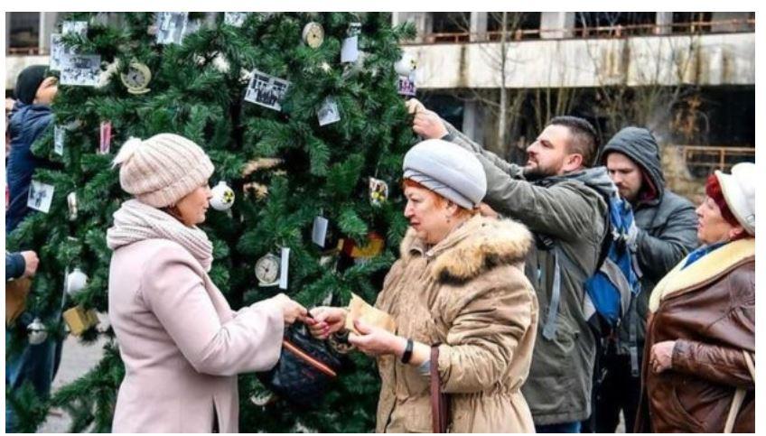 """""""Qyteti nuk vdes, por ringjallet"""", rikthehet pema e Krishtlindjes në Çernobil"""