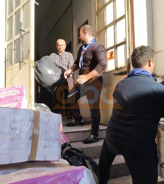 FOTO/ 3 ton ndihma, Korfuzi solidarizohet me familjet e prekura nga tërmeti