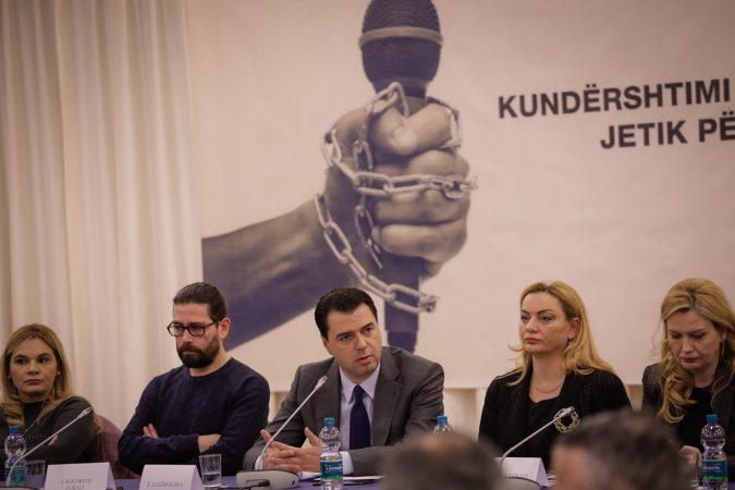 Mesila Doda para gazetarëve: Ju e keni në dorë, futuni më grevë