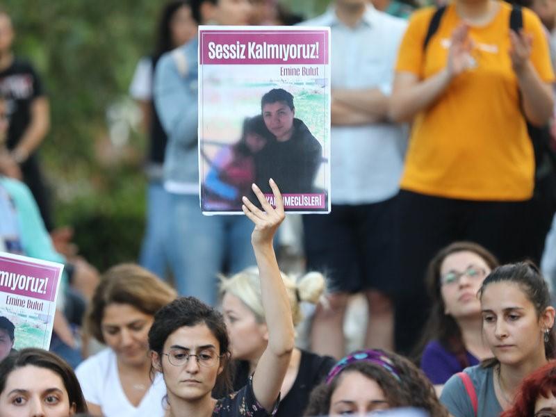 Deputetet turke protestojnë në parlament kundër dhunës ndaj grave