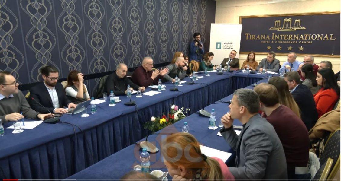 Gazetarët kundër paketës anti-shpifje, reagim përmes protestave dhe takime me ambasadorët