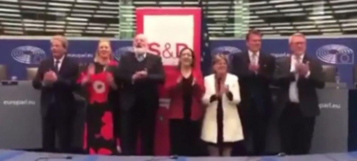 """Komisionerët Europianë këndojnë """"Bella Ciao"""", shpërthejnë polemikat"""