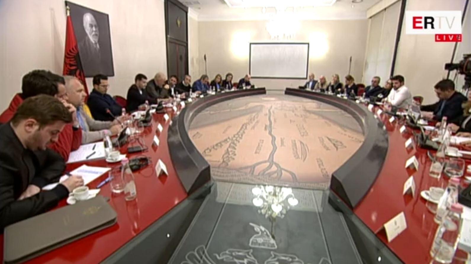 Rama mbledh Komitetin Kombëtar të Ndërtimit, ultimatum pronarëve të pallateve të dëmtuara