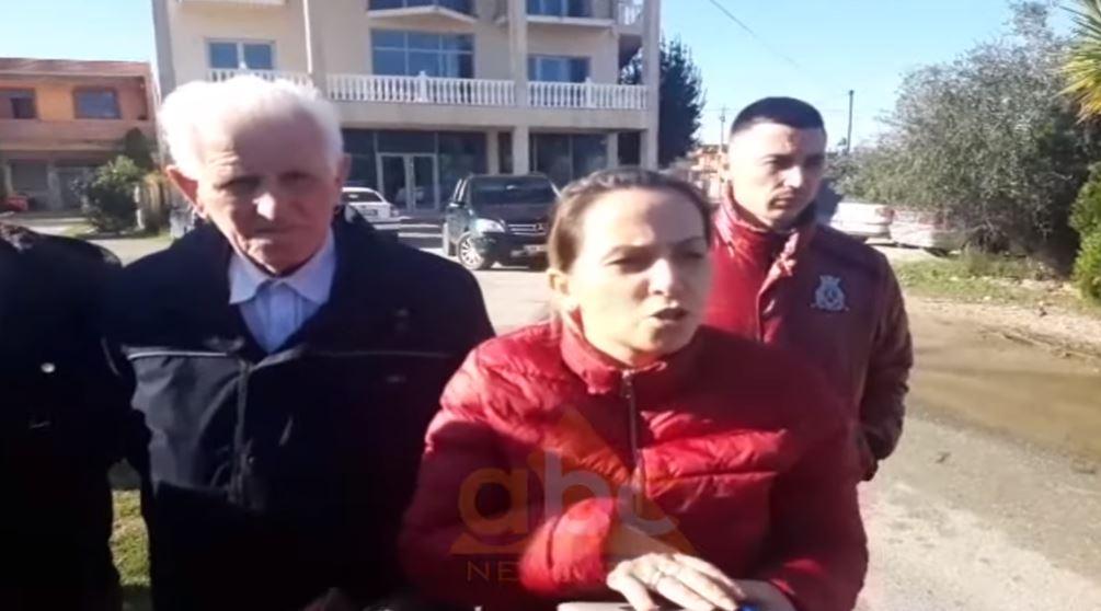 VIDEO/ Pasojat e tërmetit, kryebashkiakja e Kurbinit debat me banorët