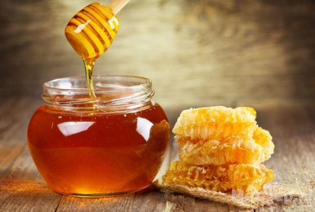 7 mrekullitë që i ndodhin trupit tuaj nëse konsumoni mjaltë para gjumit