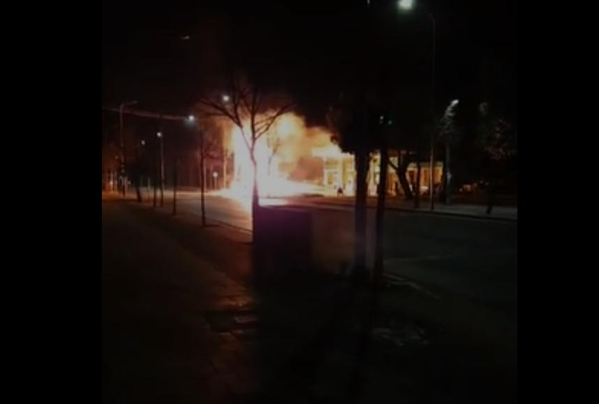 Karburanti shpërtheu në flakë, arrestohet 24-vjeçari që u përplas me depozitën e gazit