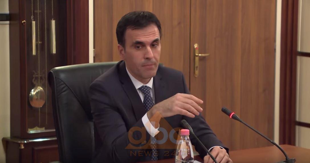 Thirrje për të kontribuuar për COVID-19, kryeprokurori Olsian Çela firmos shkresën