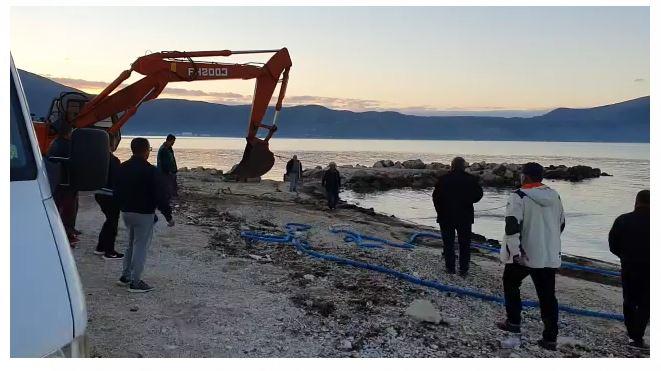 Shoferi humb kontrollin, kamioni rrëzohet në det në gadishullin e Karaburunit