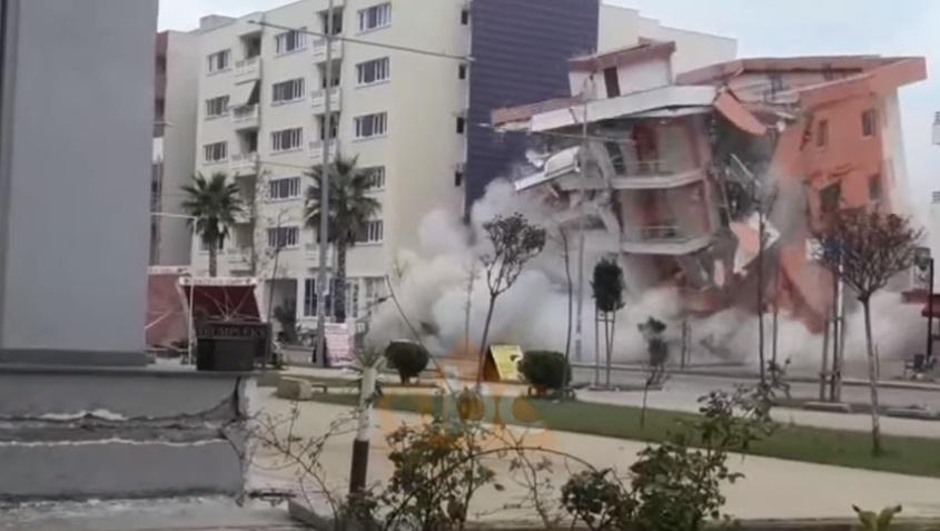 VIDEO/ Momenti i shembjes: Hidhet në erë hoteli në Durrës