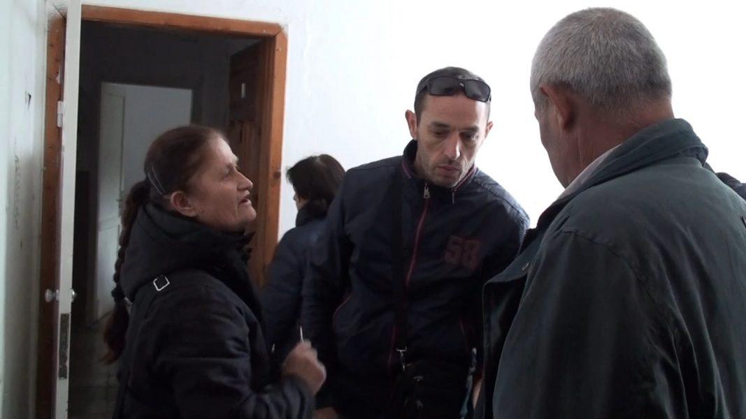 Banorët e pallatit 106 në Kurbin akuza të forta: Askush nuk vjen të verifikojë apartamentet