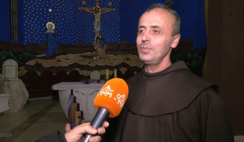 Rrëfimi i Fra Sokolit, ish-studenti i dhjetorit '90 që sot drejton kishën e Shën Mëhillit