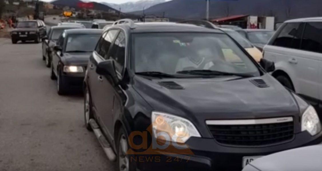 Radhë të gjata në pikën kufitare të Kosovës