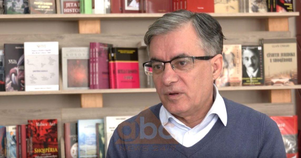 """Shaban Sinani rrëfen raportet letrare dhe njerëzore të """"duelit"""" të letrave shqipe Agolli-Kadare"""