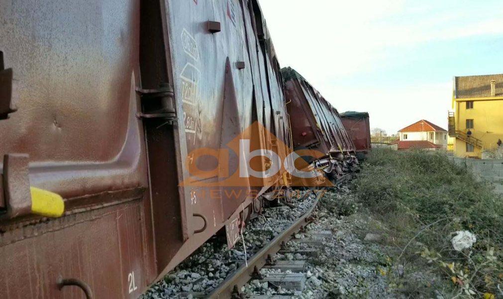 Treni i mallrave del nga shinat në Shkodër