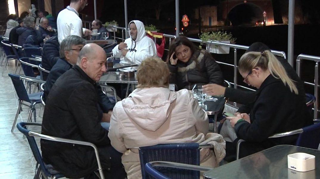 """""""Nuk kemi informacion për banesat"""", banorët e dëmtuar nga tërmeti vijojnë të qëndrojnë në Vlorë"""