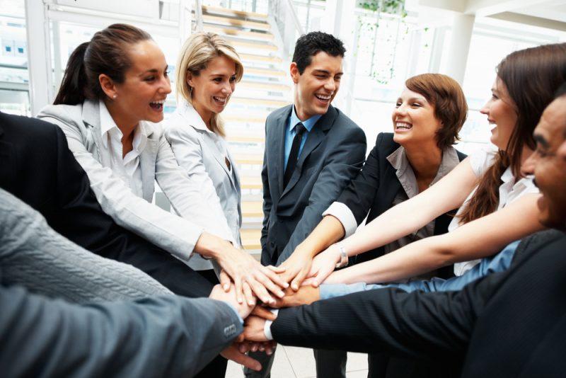 Disa mënyra, se si të keni marëdhënie efektive me kolegët e punës