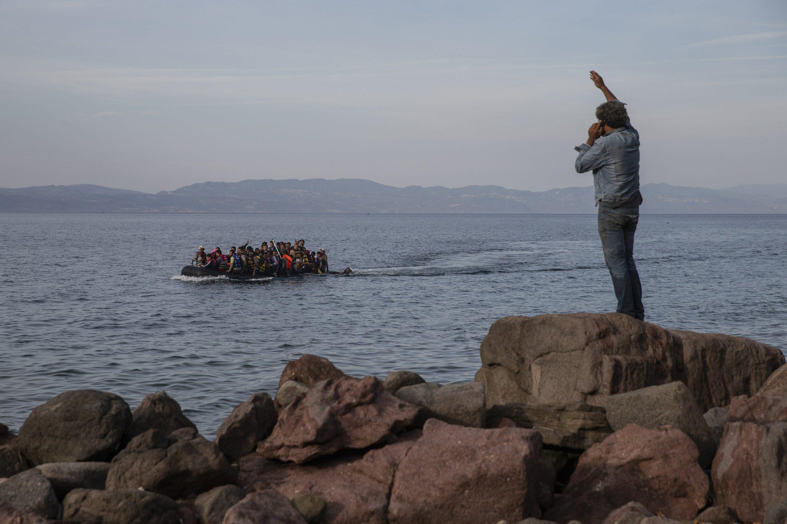 Fluksi i emigrantëve të paligjshëm, Greqia barrierë ndaluese në Deti Egje