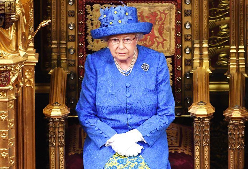 Mbretëresha Elisabeth nënshkruan ligjin, Britania gati për të dalë nga BE