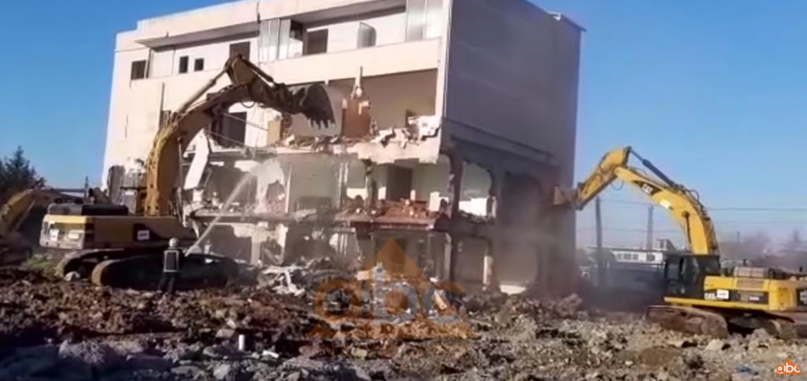 """VIDEO/ Shemben pa rezistencë tre objekte tek """"Shqiponja"""""""