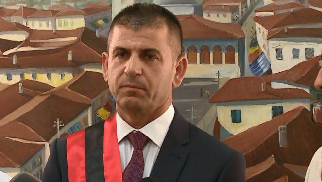 "Arta Marku ""shpëton"" ish-krybashkiakun socialist, Apeli liron Agim Kajmakun"