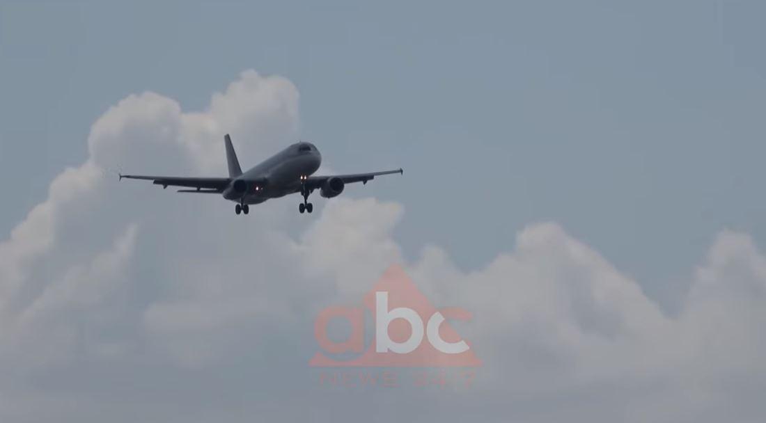 Firmoset marrëveshja: Serbia dhe Kosova lidhen me linjë avioni pas dy dekadash