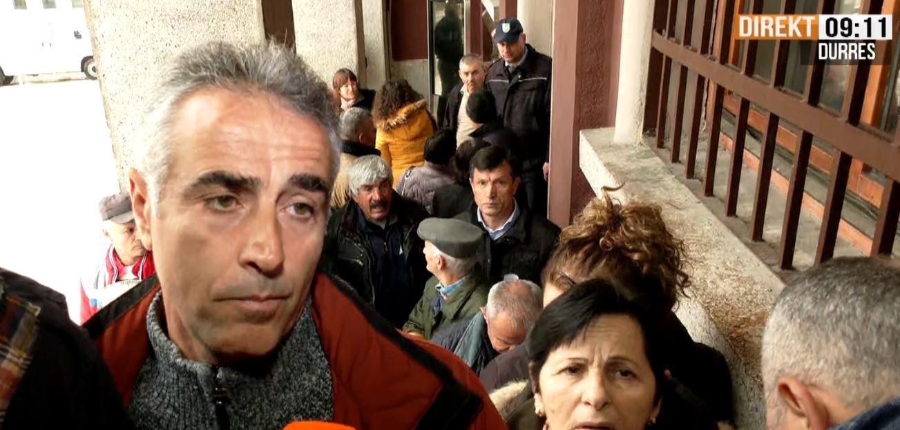 Banorët e Durrësit ende në çadra 2 muaj pas tërmetit: Po tallen me ne!