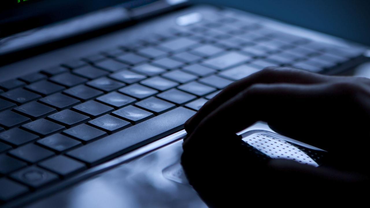 Shet 12 miliardë fjalëkalime të vjedhura në internet, arrestohet 22-vjeçari