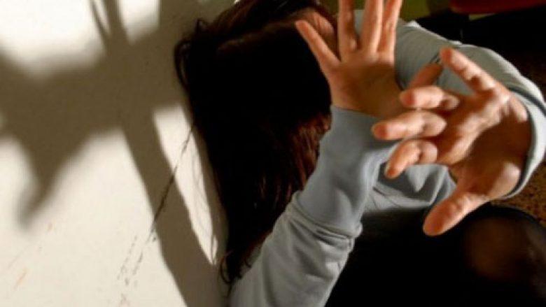 """""""Çmendet 24 vjeçarja"""", rreh motrën dhe i sulet me thikë në shtëpinë e prindërve"""