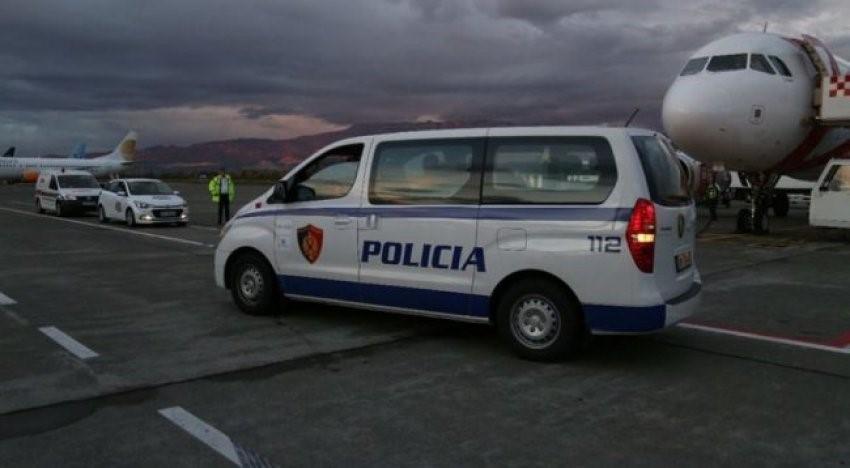 FOTO / Ndodh për herë të parë, ekstradohet 24 vjeçari shqiptar drejt Britanisë