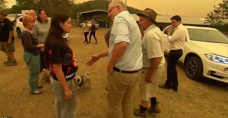 """VIDEO/ """"Ti je një idiot"""", banorët e revoltuar përzënë kryeministrin"""
