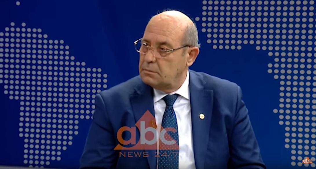 Juristi: Kryebashiaku Alla duhet shkarkuar menjëherë! Të nisin hetimet për kërcënimin e gazetarit