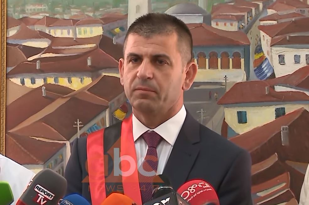 Ish-kreu i bashkisë së Vorës Agim Kajmaku zyrtarisht i pandehur: Nis gjykimi në mungesë