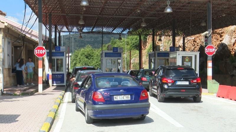 Bllokohet pika e kalimit kufitar në Kapshticë: Shmangni qarkullimin në këtë zonë