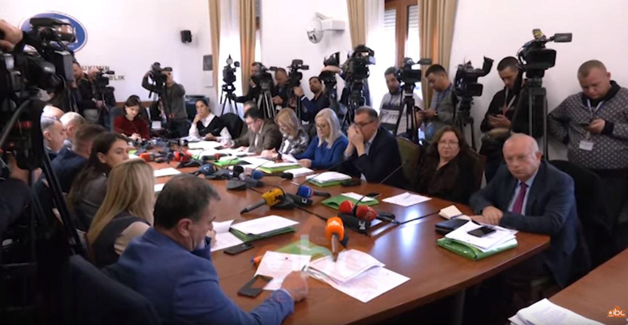 """Qeveria nuk pret """"Venecian"""", rrëzohen dekretet e Metës, qëndron në fuqi anti-shpifja"""