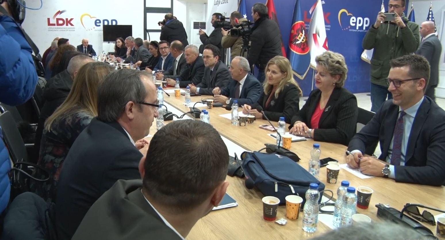 Ende asnjë shenjë për krijimin e qeverisë së re në Kosovë