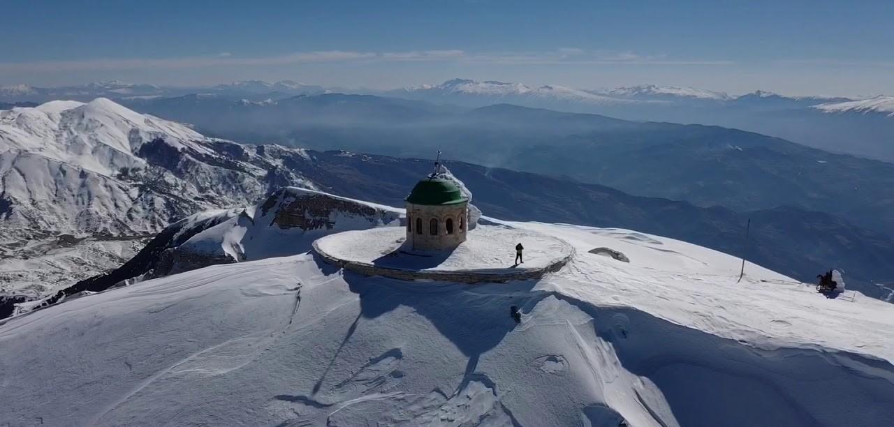 """Një alpinist i dëmtuar në malin e Tomorrit, transportohet me helikopter drejt """"Traumës"""""""