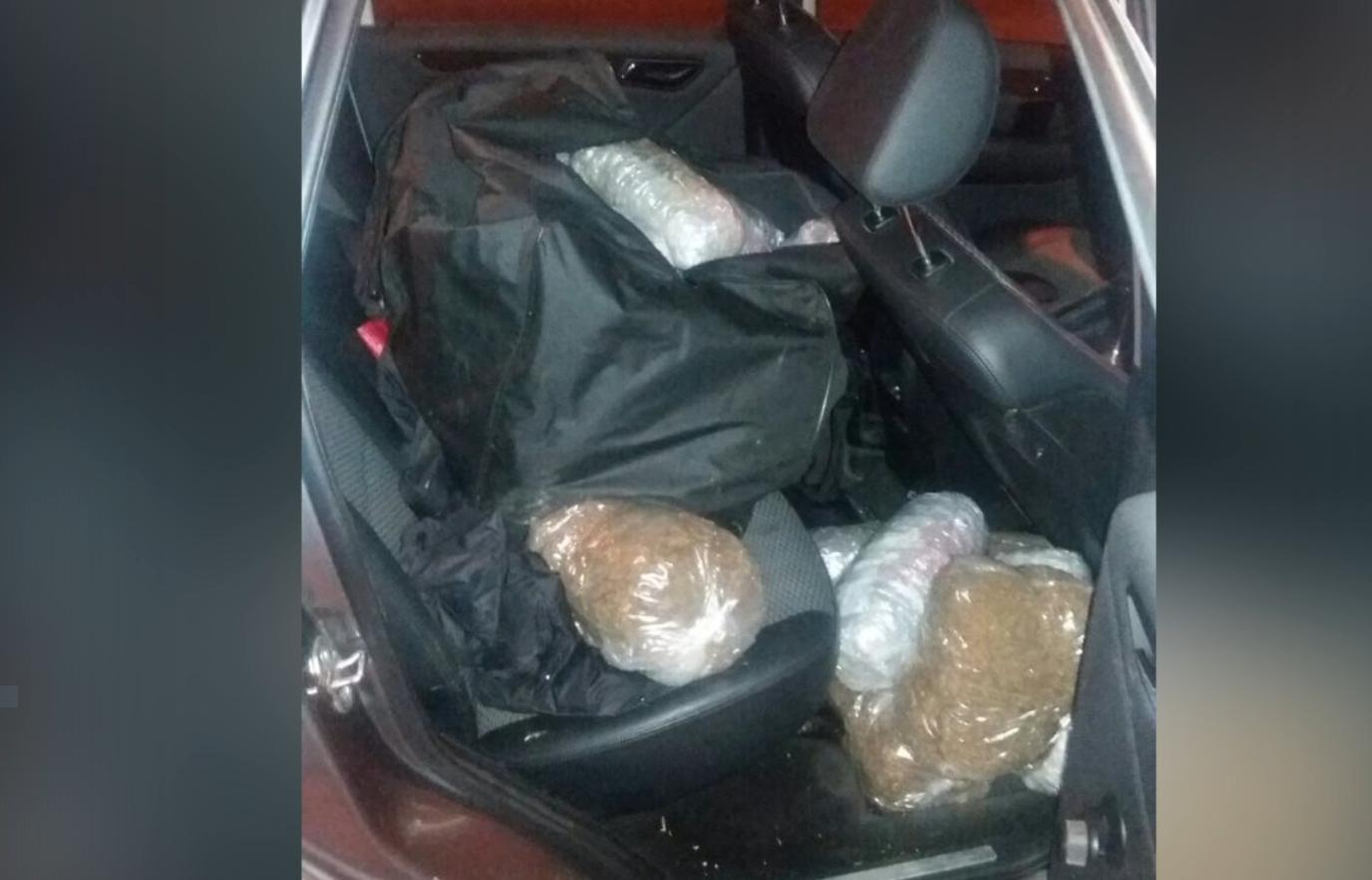 Kapen 26 kg marijuanë, pranga shoferes greke dhe pasagjerit shqiptar