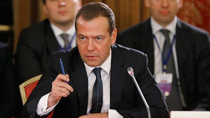 Medvedev dhe gjithë ministrat japin dorëheqjen nga drejtimi i Rusisë