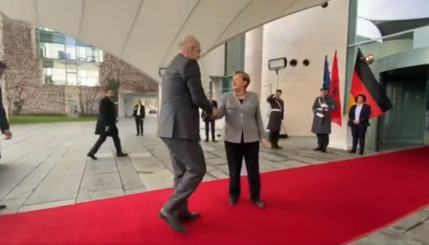 Rama mbërrin në zyrën e kancelares Merkel