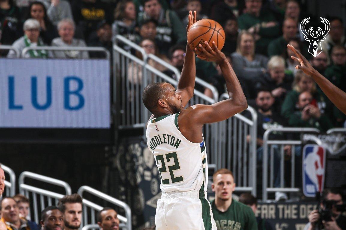 VIDEO/ Middleton vendos një rekord të ri, Milwaukee Bucks marshojnë