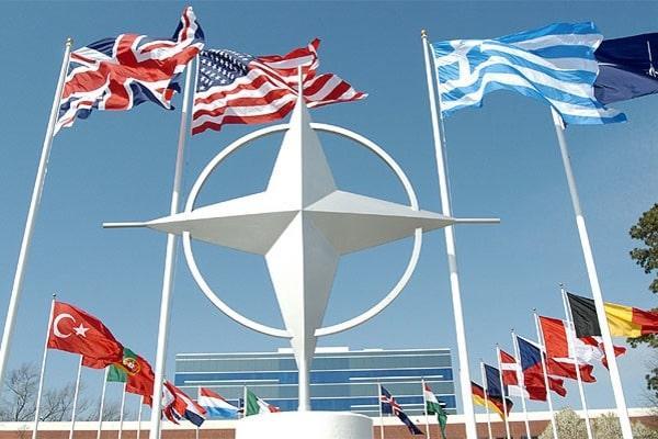 Stoltenberg: NATO i dënon sulmet raketore të Iranit ndaj bazave të SHBA-së